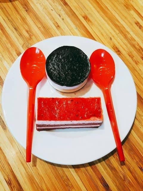 Bánh yahourt dâu tây + mousse việt quất - 2515917 kady.zun - Highlands Coffee - Hoàng Đạo Thúy - 17 T1 Hoàng Đạo Thúy, Quận Cầu Giấy, Hà Nội