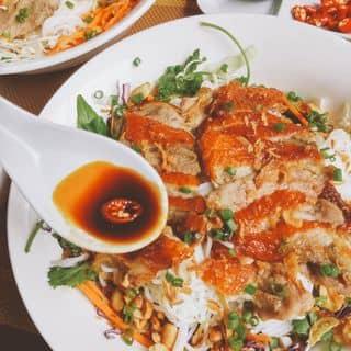 MỚI KHÁM PHÁ quán bún vịt trộn chấm sốt tương gừng ở quận Hoàn Kiếm