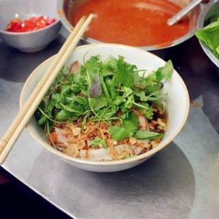 """""""La cà"""" thử đủ 101 món ăn vỉa hè đường phố Hà Nội"""